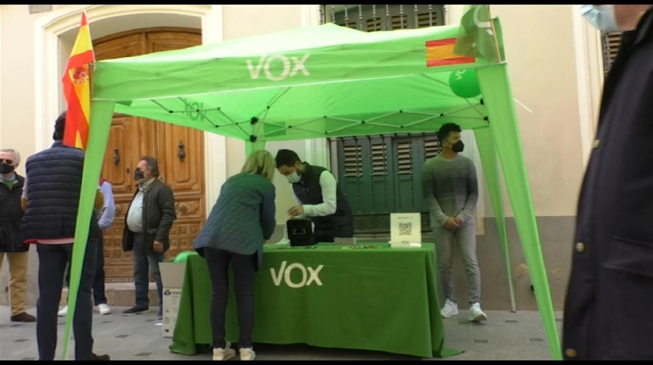 Primera mesa informativa de VOX Manzanares